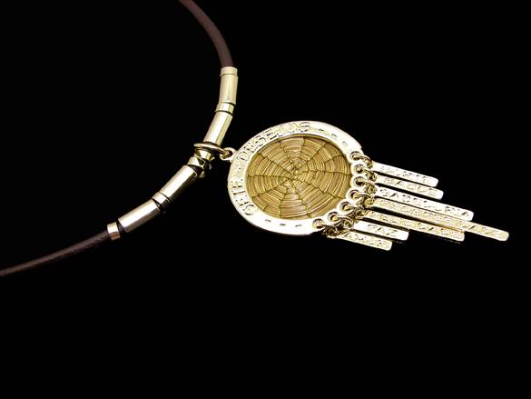 Colar medalha com Capim Dourado e couro sintético